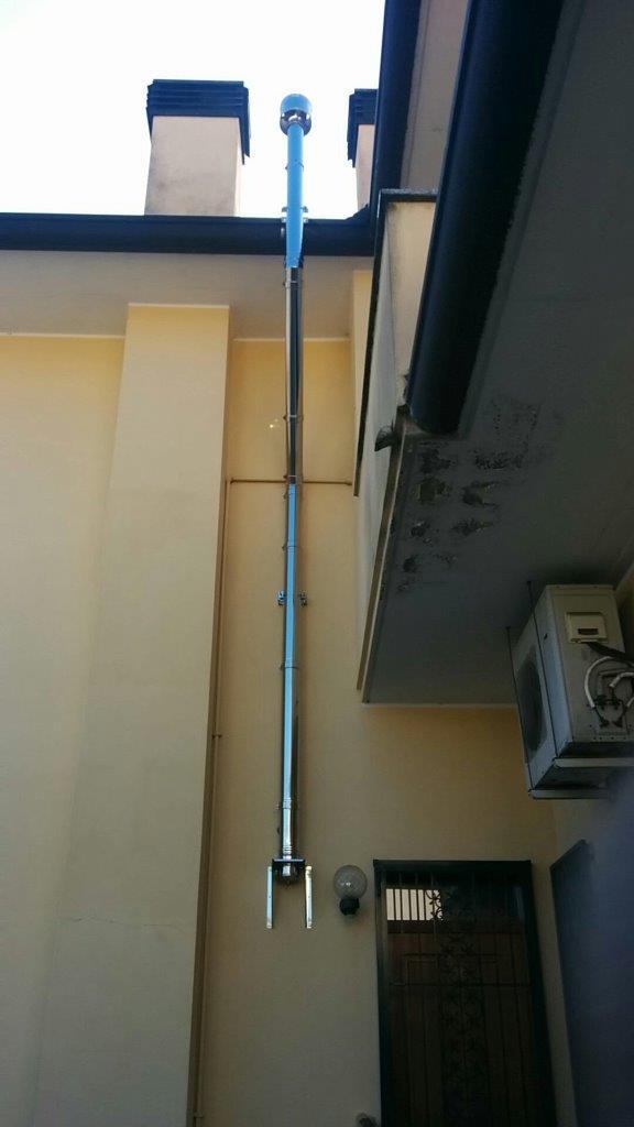 Installazione canna fumaria per stufa a pellet ravelli - Canna fumaria esterna normativa ...